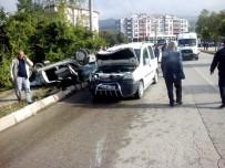GAZI BULVARı - Tokat'ta Trafik Kazası Açıklaması 4 Yaralı