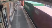 BEBEK ARABASI - Tren İstasyonunda Yürekler Ağza Geldi