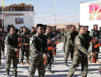 Üniformalı teröristlerin töreninde Öcalan fotoğrafları