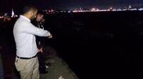 NİKAH SARAYI - Üsküdar'da Ayağı Takılan Genç Kız Denize Düştü