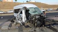 BELEDIYE OTOBÜSÜ - Batman'da Feci Kaza Açıklaması 10'U Öğrenci 15 Yaralı