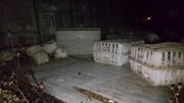BOLU DAĞı - Boludağı'nda Tavuk Yüklü Kamyon Devrildi