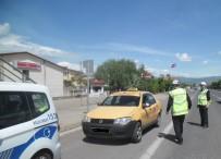 ÖLÜMLÜ - Dikkatsiz Sürücüler Kazalara Neden Oldu, O Anlar MOBESE'ye Yansıdı