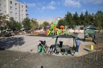 ONARIM ÇALIŞMASI - Siirt'te Park Ve Bahçelerden Bakım Ve Onarım Çalışmaları