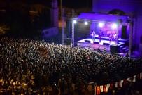 YÜKSEK SADAKAT - Üniversite Öğrencileri Yüksek Sadakat Konserinde Coştu