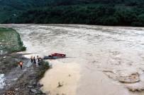 TOPRAK KAYMASI - Vietnam'daki Selde Ölü Sayısı Artıyor Açıklaması 37 Ölü, 40 Kayıp