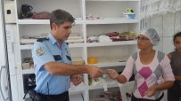 İLAÇ PARASI - Yufkacı Kadın Yolda Bulduğu Bir Aylık Kazancını Polise Teslim Etti