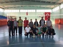 VOLEYBOL MAÇI - Amatör Spor Haftası Etkinlikleri, İlçe Protokolünü Voleybol Maçında Buluşturdu