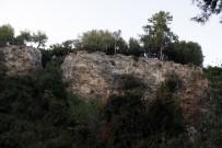 BEACH - Antalya'da Falezlerde Erkek Cesedi Bulundu