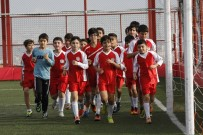 SAĞLIKLI YAŞAM - Bayraklı'da Spor Kursları Ara Vermeden Sürüyor