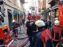 ASMALı MESCIT - Beyoğlu'nda 6 Katlı Binada Yangın Paniği