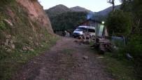 Bir Yıldır Minibüsleri Evlerinin Önünde Mahsur Kaldı