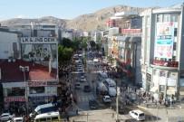 Cumhuriyet Caddesi Toplu Taşıma Araçlarına Kapatıldı