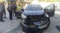 YUNUS NADI - İki Otomobil Çarpıştı; 4 Yaralı