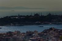 GALATA KULESI - İstanbul'da Puslu Hava Kartpostallık Görüntüler Oluşturdu