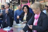 MHP Kadın Kolları Başkanlığı Aşure İkram Etti