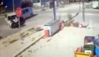 DEPREM - Minibüsle Çarpışan Kamyonet Yayaları Ezdi Açıklaması 5 Yaralı