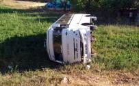 MOLLAKENDI - Öğrenci Servisi İle Otomobil Çarpıştı Açıklaması 4 Yaralı