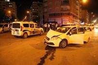 EFLATUN - Polis Aracı İle Otomobil Çarpıştı Açıklaması 5 Yaralı