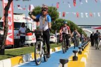 CELAL BAYAR ÜNIVERSITESI - Manisa'da Fabrika Çalışanları Artık Bisikletle İşe Gidebilecek