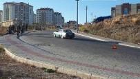 YENIDOĞAN - Otomobil İle Bisiklet Çarpıştı; 2 Yaralı