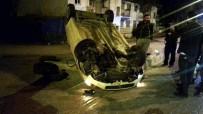 YENIKENT - Takla Atıp Ters Dönen Otomobilin Sürücüsü Yaralandı