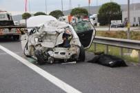 ELMALıK - Tırın Çarptığı Otomobildeki 1 Kişi Öldü, 3 Kişi Yaralandı