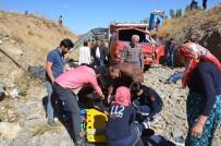 Yüksekova'da Mültecileri Taşıyan Kamyonet Devrildi Açıklaması 66 Yaralı