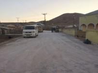 Çaldıran'da  Aşağı Çanak Mahallesi Parke Taşı Yoluna Kavuştu