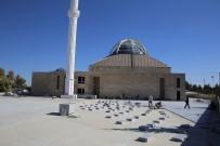 Karaman'da 2 Bin Kişinin Saf Tutabileceği Ahmet Yesevi Camisi'nde Çalışmalar Sürüyor