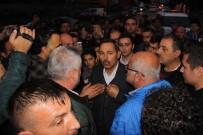 FARUK ARSLAN - Kazalara Tepki Gösteren Mahalleli Karayolunu Trafiğe Kapattı