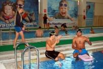 YÜZME - Manisa'da Engeller Kulaç Atarak Aşılıyor