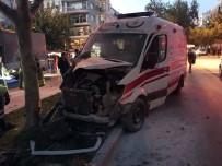 GIRNE - Otomobil Ambulansla Çarpıştı Açıklaması 3 Sağlık Personeli Yaralı