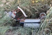 Traktör Kurutma Kanalına Düştü, Baba İle Oğlu Ölümden Döndü