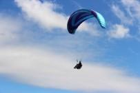 KÜRŞAT ATıLGAN - Yamaç Paraşütü Pilotları Gökyüzünde Buluştu