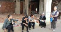 TEMEL KAZISI - Binalar Tahliye Edildi, Sokakta Kalan Kadınlar Ağladı