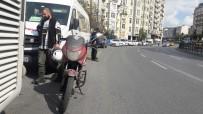 DÖVİZ BÜROSU - Motorlu Döviz Bürosu Kuryesini Durdurup 110 Bin Dolar Gasp Ettiler
