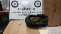 İSMET İNÖNÜ - Paspasın Altından 100 Uyuşturucu Hap İle 550 Gram Esrar Bulundu