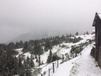 YAĞIŞLI HAVA - Sahilde Şiddetli Yağış, Yaylalarda Kar