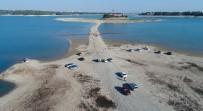 ÇEKIM - Sular Çekilince Adaya Yürüyerek Gittiler