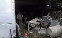 GÜVENLİK ÖNLEMİ - Tamiri Yapılan Mazot Tankı Patladı Açıklaması 4 Yaralı