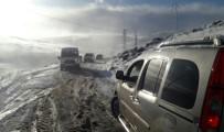 DOĞU ANADOLU - Yağmur Gitti Kar Geldi Açıklaması Araçlar Yolda Kaldı