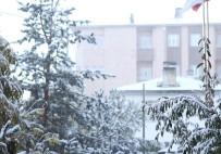 KARDAN ADAM - Ardahan'da Kar Esareti Başladı