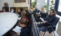 KİTAP OKUMA - Başkan Özkan Öğrencilerle Beraber Kitap Okudu