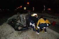 KARAKAYA - Çukura Düşen Aracın Sürücüsü Yaralandı