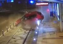1 EKİM - Hızını Alamayan Araç Tramvay Durağına Çarptı