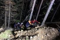 Ormanda Uçuruma Yuvarlanan Vatandaş Kurtarıldı