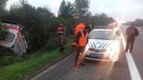 SAĞLIK GÖREVLİSİ - TEM Otoyolunda Ambulans Takla Attı Açıklaması 2 Yaralı