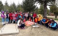 ÖĞRENCİLER - Yozgat'ta Öğrenciler Şehitliği Ziyaret Etti