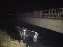 HATALı SOLLAMA - Pikap Kamyonete Çarpıp Su Kanalına Düştü Açıklaması 3 Yaralı